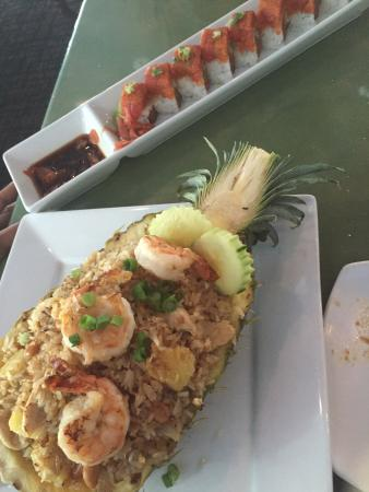 Thaijindesu: Pineapple fried rice & spicy tuna special roll