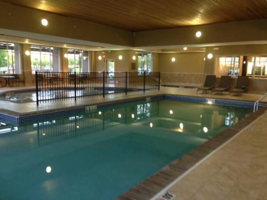 Hilton Garden Inn West Des Moines: Swimming & Wading Pool, & Hot Tub