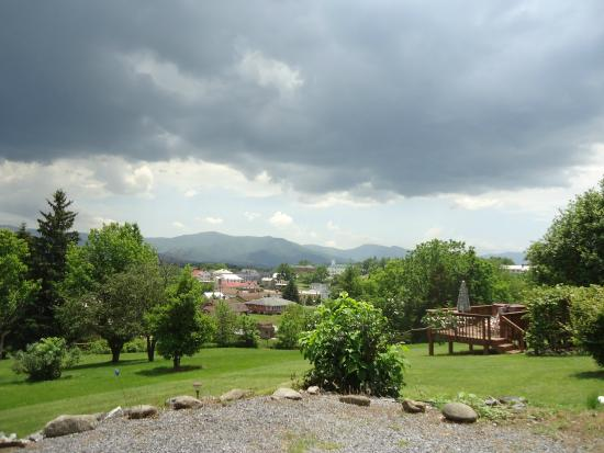 MayneView Bed & Breakfast: View from yard