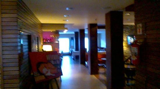Quillen Hotel & Spa: recepcion vista desde el comedor
