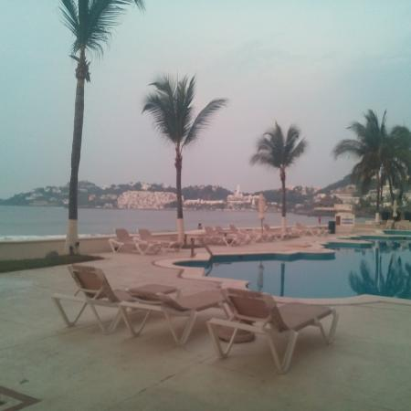 Camino Real Manzanillo: Las albercas y la playa