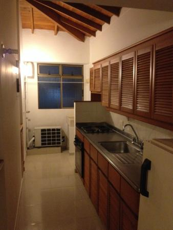 Portal del Rodeo Aparta Hotel: Cozinha e lavanderia