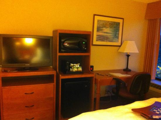 Hampton Inn Philadelphia King of Prussia: bedroom amenities