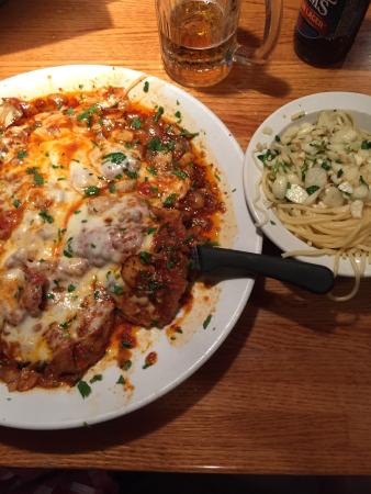 Mamma Mia: Veal Pizziola with cheese. Side of spaghetti with oil & garlic