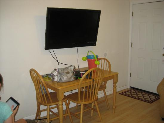The #1 Coastal Inn and Suites: tv and table area