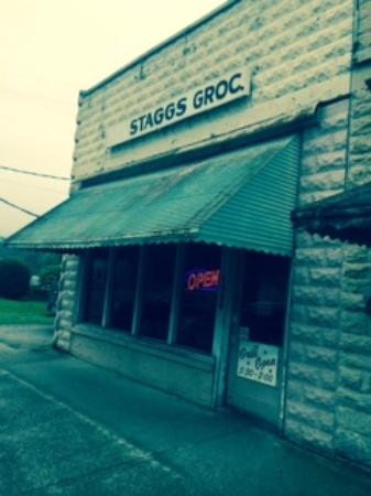 Staggs Grocery: Dont be afraid- go on in for great food