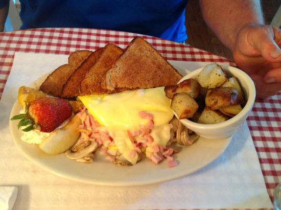Proctorsville, VT : Omelette with toast and home fries
