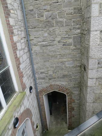 Highlanes Gallery: Looking down hidden entrance