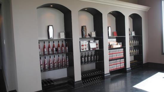Coffin Ridge Boutique Winery : Inside the winery