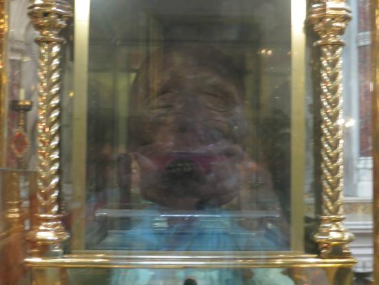 โดรกเฮดา, ไอร์แลนด์: Best picture I could get of Plunkett through the glass