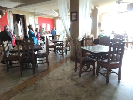 Puerta Vieja  Restaurant: tables