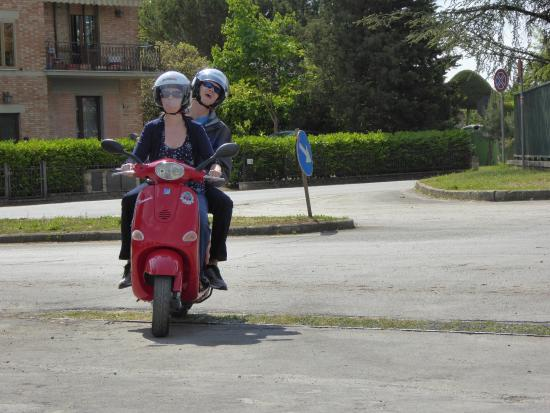 Chianti 500 Rentals: Learning to ride a Vespa