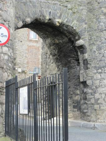 Drogheda, Irlanda: Still used by through traffic