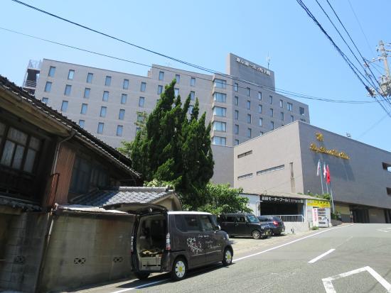 Tokyo Dai-Ichi Hotel Shimonoseki: 唐戸桟橋から徒歩5分。正面の外観です。