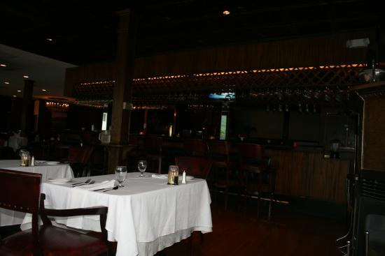 Giovanna's on the Lake: picture of the bar area