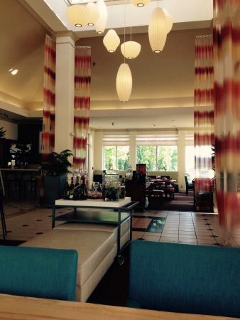 Hilton Garden Inn Minneapolis Eagan: Lobby at breakfast