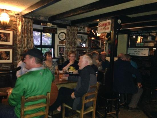 Camp Junction House & Apartments: Railway Tavern Sunday Session!