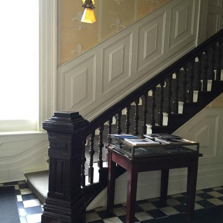 Frontenac Club Inn: Main Stair