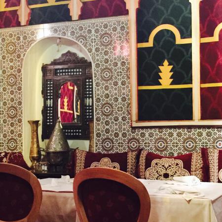 Décor plus que typique, très joli salon marocain. En entrée une ...
