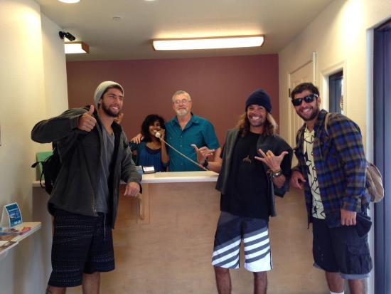 Beachview inn : Super simpáticos eficiêntes e rápidos o staff resolve suas necessidades com um belo sorrizo num