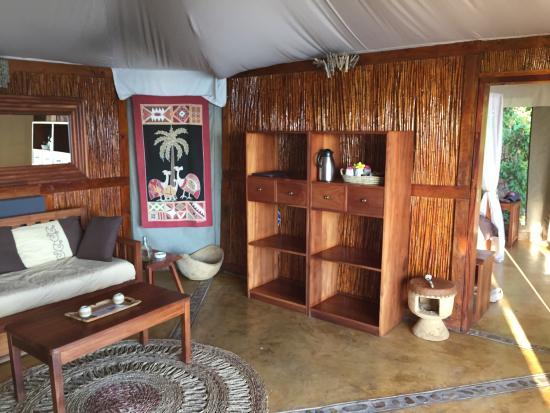 Blue Zebra Island Lodge: Our living room area
