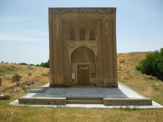 Tim, อุซเบกิสถาน: Мавзолей Араб-Ата в селении Тим