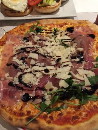 Pizza Pavarotti E Hamburger Di Pollo Picture Of Pizza Pino Paris Tripadvisor