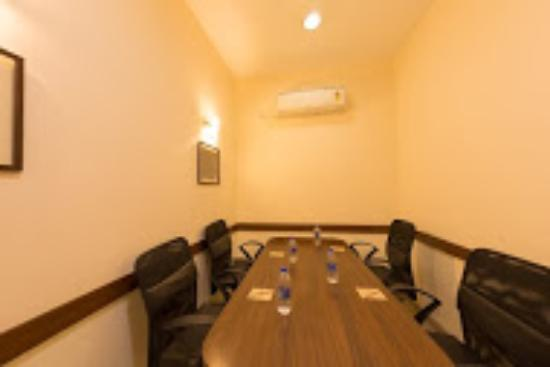 Ginger Noida : Meeting Room