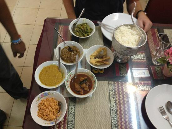 Manel Lanka: We could barely finish these seven bowls of food, costing 220 Baht, about €6