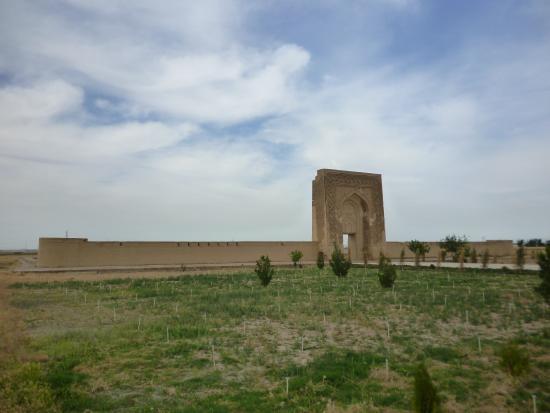 Navoiy, Oezbekistan: Ворота и стена