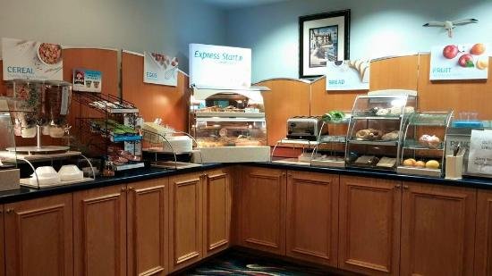 Holiday Inn Express Melbourne: Great breakfast spread