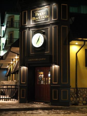 Fionn MacCool's Irish Pub