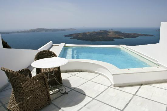 Anteliz Suites Santorini: The private pool on the pool suites