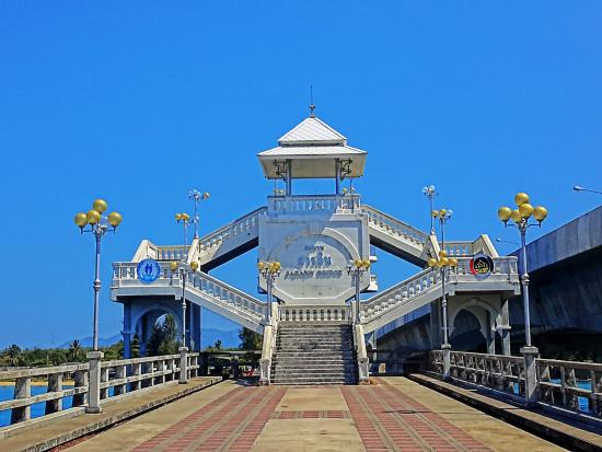 ‪Saphan Sarasin Bridge‬