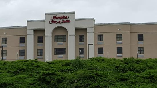 Hampton Inn & Suites Florence-Downtown: Front View of Hotel