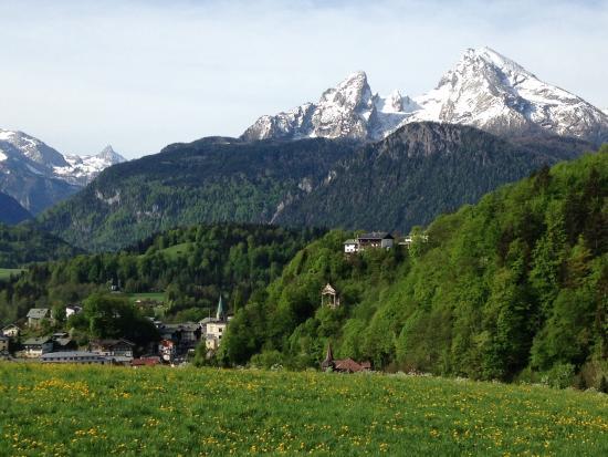 "Alpenhotel ""garni"" Weiherbach: Hotel surrounds- 10-15mins walk from town"