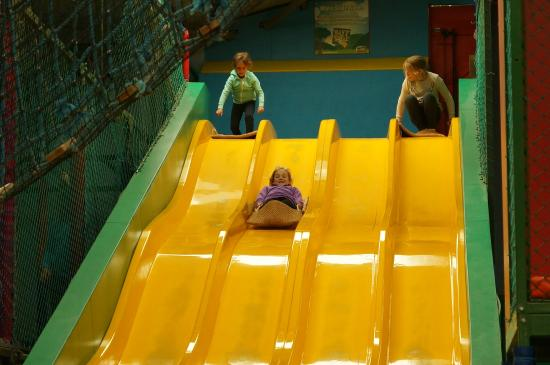 Cattle Country Adventure Park: Play Barn Slides