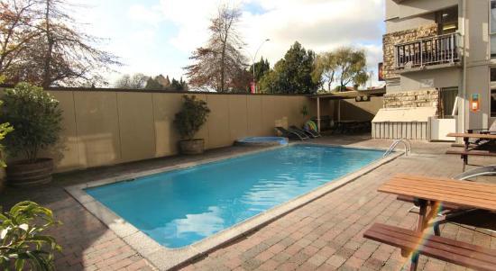Base Rotorua: Pool