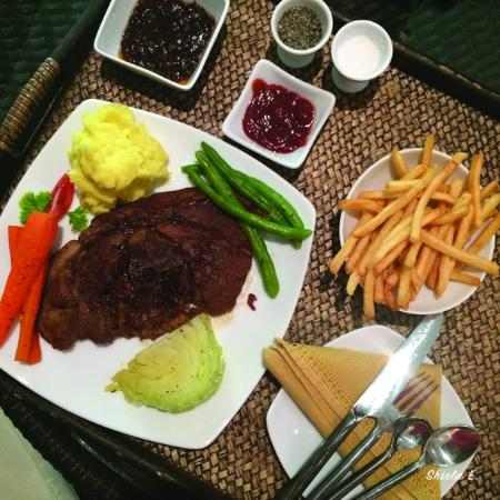 D Villas: Dinner, grilled pork with fried