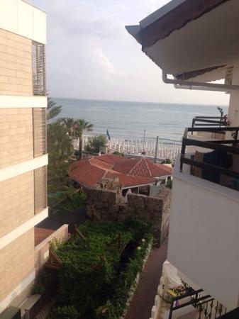 Hotel Golden Star: Вид с моего балкона на 4 этаже.