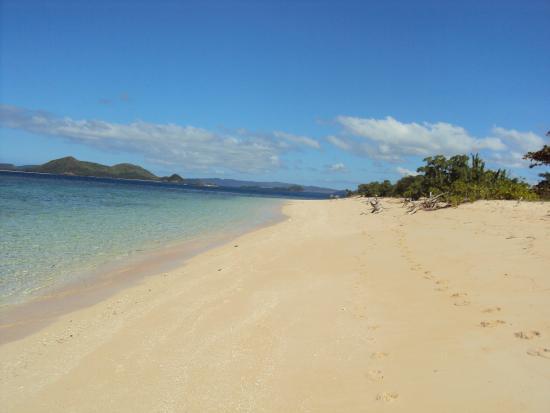 AL FARO Cosmio Hotel Palawan: Just one of the nearby islands!