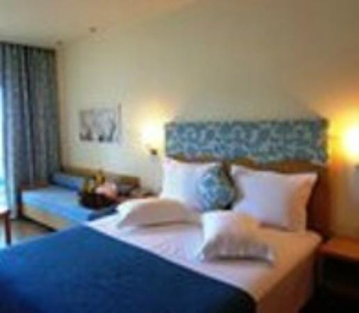 Akrotiri Beach Hotel: номер