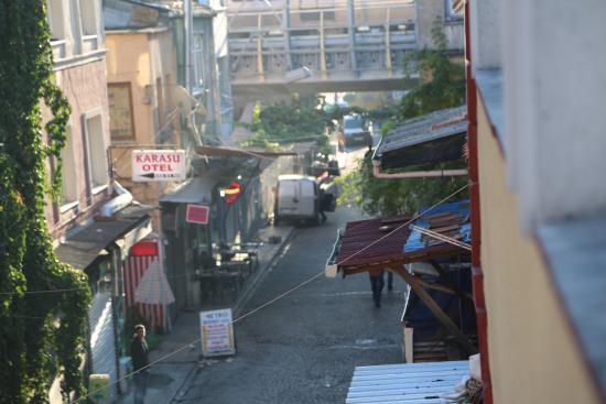 Karslıoglu Hostel: Вид из окна 1