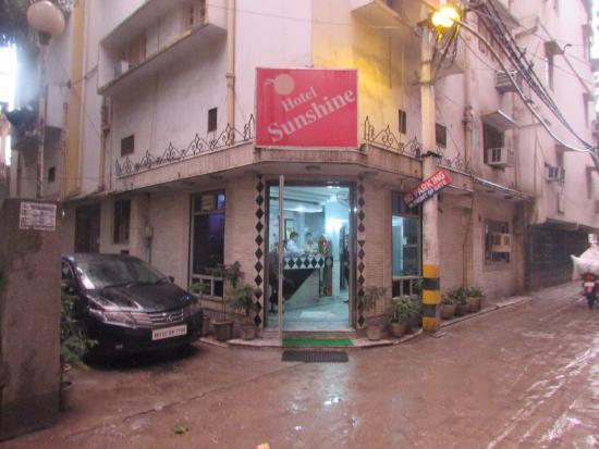 Hotel Sunshine: Вход в лобби отеля