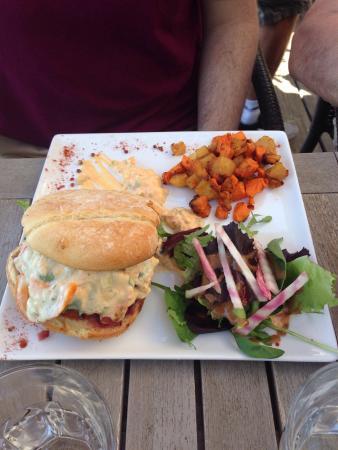 burger de veau p 226 tes aux gambas filet de loup photo de restaurant a volta cargese tripadvisor
