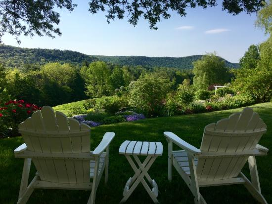 West Townshend, VT: Beautiful and tranquil grounds at the WIndham Hill Inn