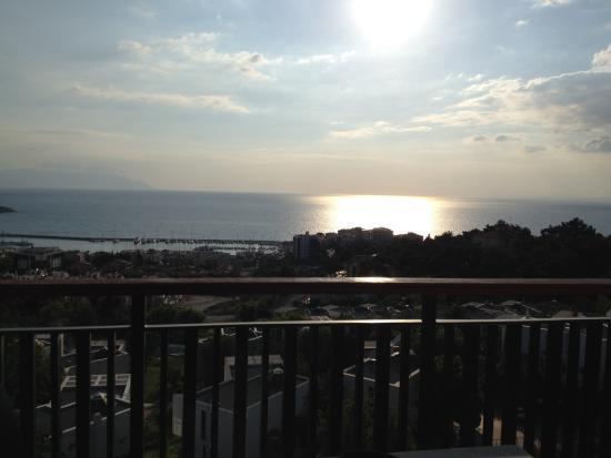 Seaview Suite Hotel: Oda balkonundan gün batımı