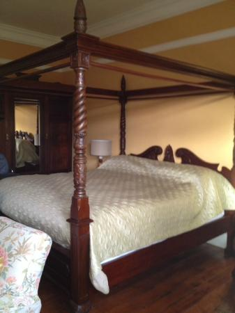 Huntlands Farm Bed & Breakfast : Fourposter Bed with ensuite
