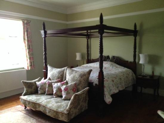 Huntlands Farm Bed & Breakfast : The Georgian Bedroom with double bath / shower ensuite