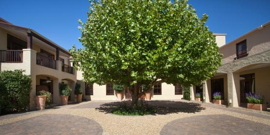 Asara Wine Estate & Hotel: Interior courtyard